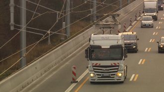 Test drive of a white catenary hybrid truck
